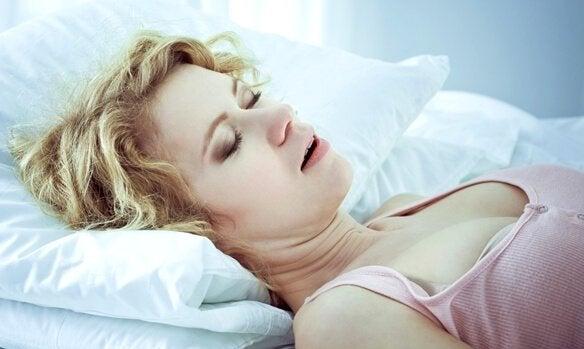 Apnée du sommeil : causes, signes et traitements associés