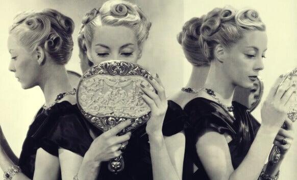 5 causes du narcissisme exacerb nos pens es for Regard dans le miroir