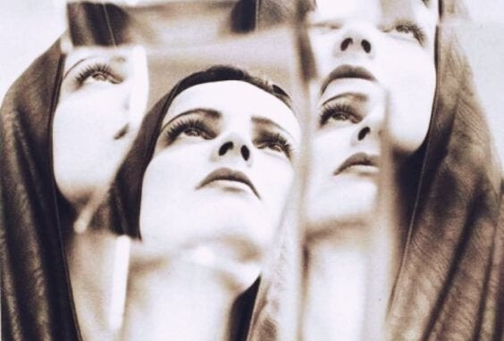 reflets d'une femme