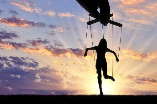 Les techniques de manipulation : être aimé ou être détesté ?