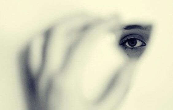 Les peurs qui nous poussent à être invisibles