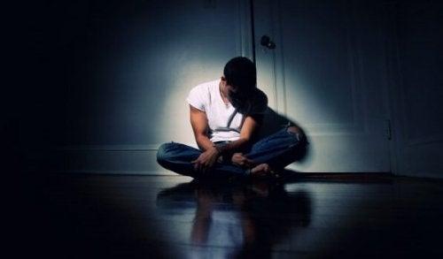 adolescent seul