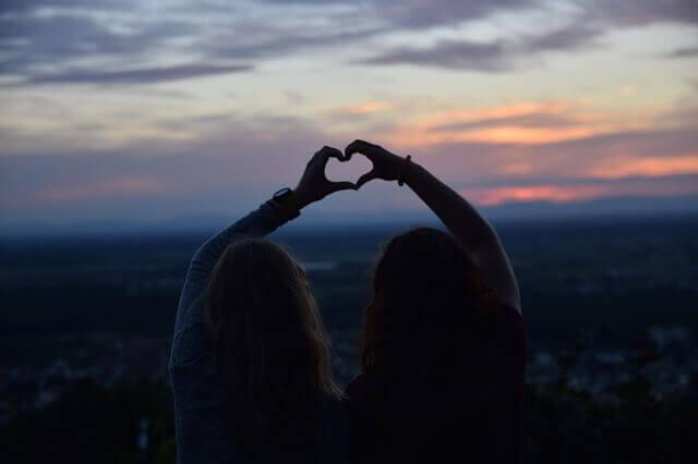 L'amour va et vient mais l'amitié véritable persiste