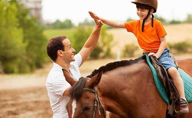 6 bénéfices de la thérapie assistée par le cheval