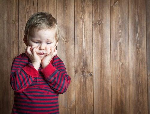 enfant ressentant de la frustration