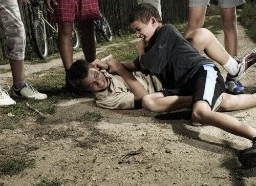 enfants qui se battent