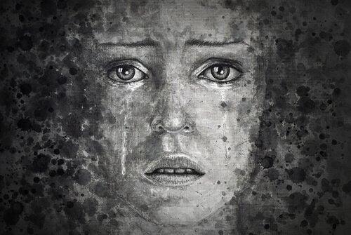 femme aux yeux tristes