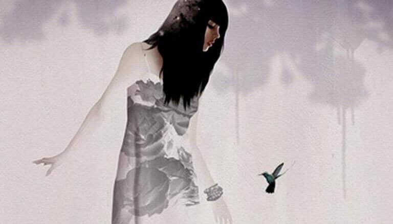femme devant un colibri