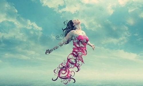 femme dans le ciel