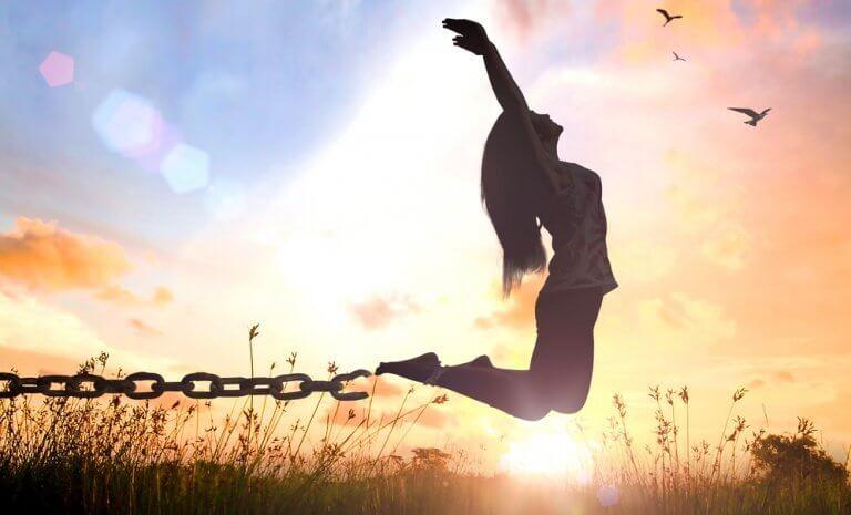 femme qui se libère de ses chaines