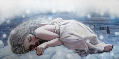 femme triste allongée