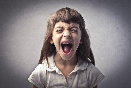 comportement agressif chez les enfants