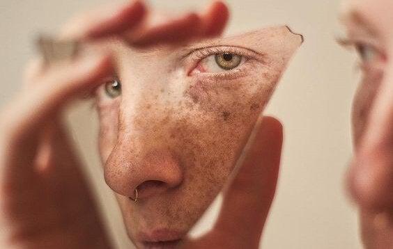 visage fragmenté