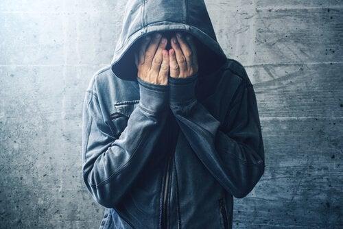 Quelle relation y a-t-il entre la consommation de drogues et les troubles mentaux ?