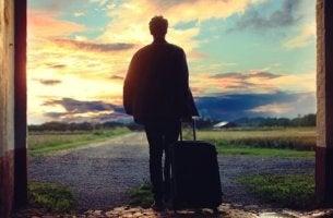 jeune homme avec valise