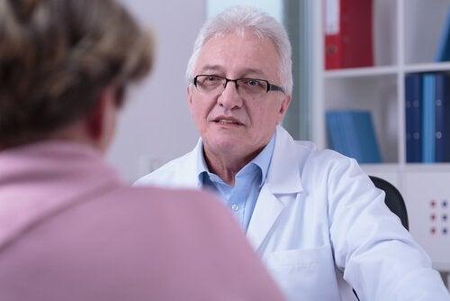 médecin avec un patient