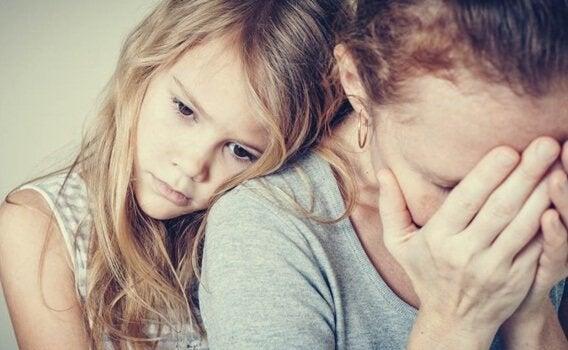 Enfants de parents avec une personnalité paranoïde : des prisons émotionnelles