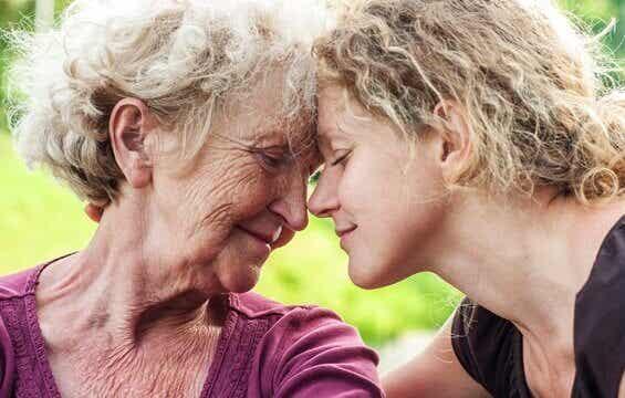 Comment aider une personne âgée qui est triste