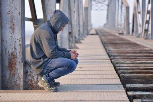adolescent triste en période de deuil