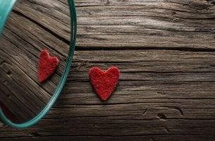 coeur reflété dans un miroir