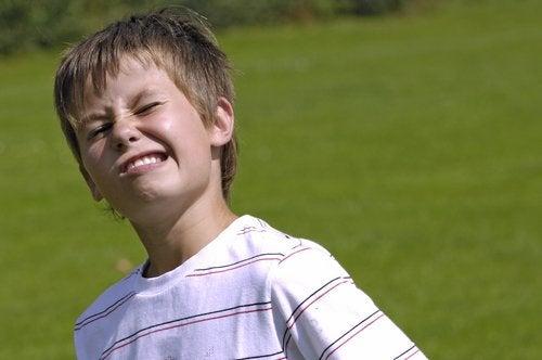 le syndrome de Gilles de la Tourette chez un enfant