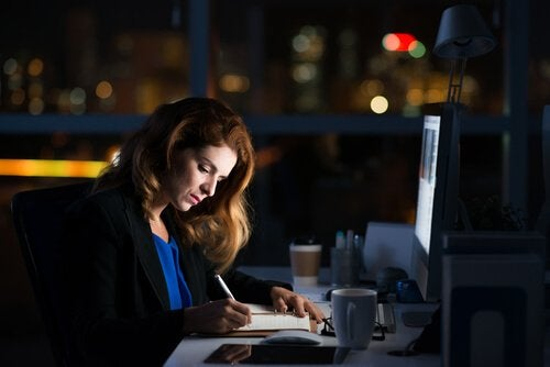 femme workaholic
