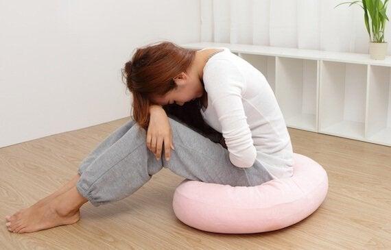 Syndrome prémenstruel: causes, symptômes et traitement