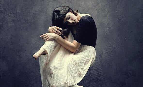 Cacher nos émotions : cette part silencieuse de souffrance