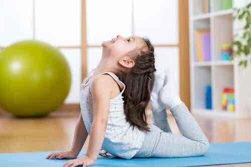 5 positions de yoga pour les enfants