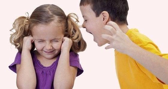 traumatisme infantile prédisposant à la psychose