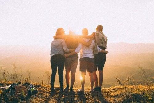 groupe d'amis qui représente l'amabilité
