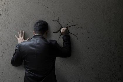 tristesse et irritabilité des personnes autodestructrices