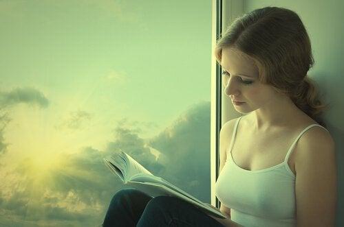 femme aimant lire au quotidien