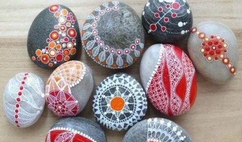 peindre des pierres : rituel contre l'anxiété