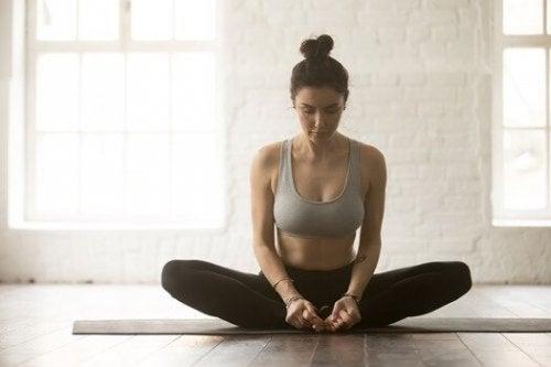 6 postures de yoga pour calmer le mal de dos