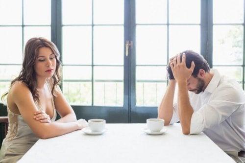 une personne autodestructice a du mal à entretenir des relations saines