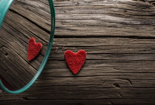 coeur dans un miroir