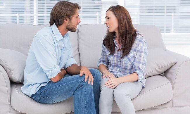 couple parlant de ses problèmes pour pallier à une infidélité émotionnelle