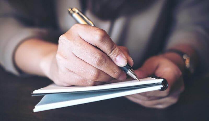 chercher un emploi et passer par l'écriture