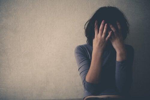 femme souffrant du syndrome cognitif attentionnel