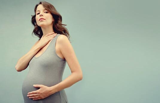 lien entre thyroïde et grossesse : modifications hormonales
