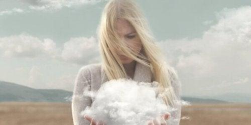femme et nuage