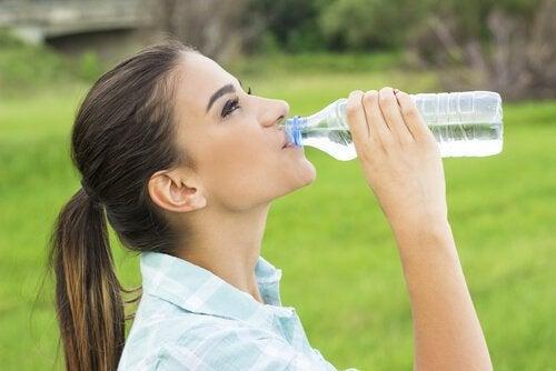 boire de l'eau pour lutter contre le mal de tête