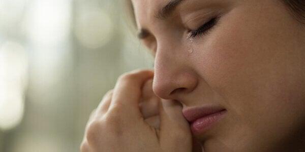 femme pleurant suite à une rupture