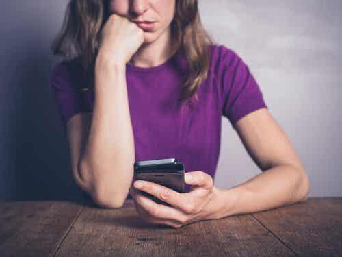 Syndrome de FOMO : la peur de manquer une nouvelle