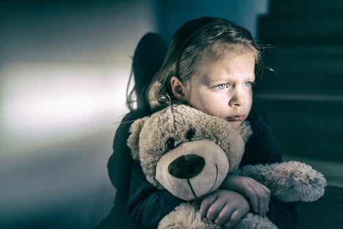 L'enfant abandonné : l'attachement réactionnel désorganisé
