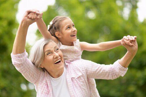 Grands-parents baby-sitters: la véritable clé de la conciliation professionnelle et familiale