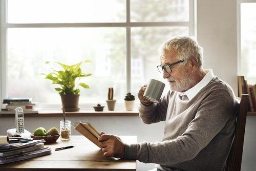 homme à la retraite après un développement de la vie professionnelle