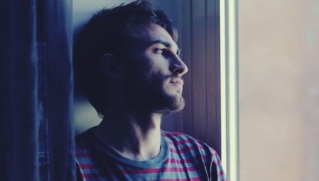 homme souffrant d'anxiété adaptative
