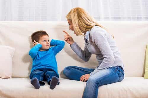 Crier sur ses enfants : 2 conséquences négatives